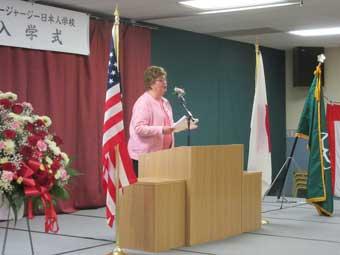 オークランド市長のリンダシュウェイガーさんの祝辞です。